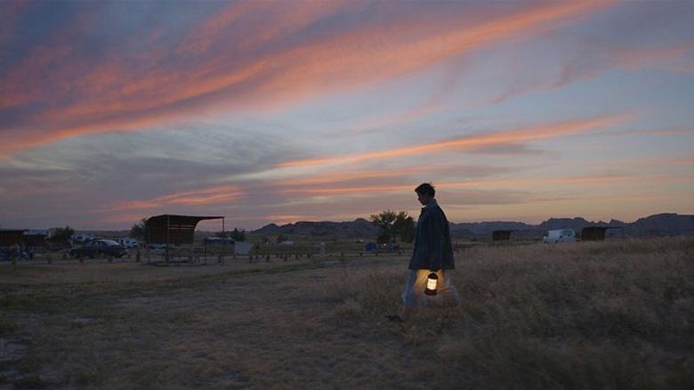 《无依之地》拿奖拿到手软,一天拿下两个最佳导演奖